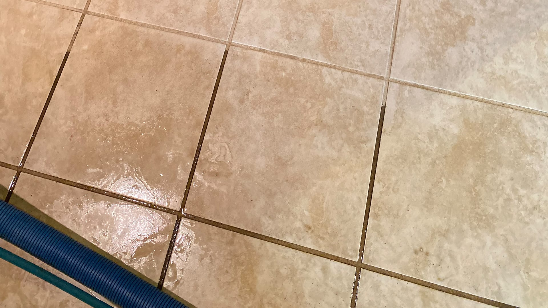 Cleaning-tiles